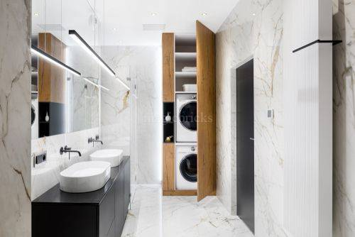 indian-bathroom-design-with-enclosed-cabinet-unit-combined-with-the-wall