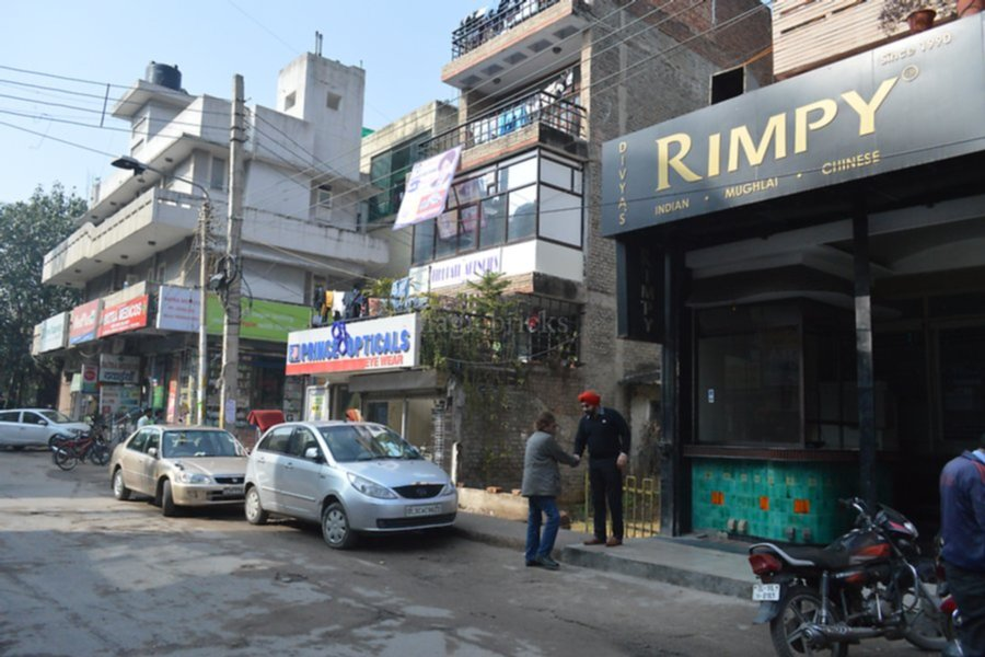 Photos of shops in malviya nagar new delhi magicbricks for Adamo salon malviya nagar